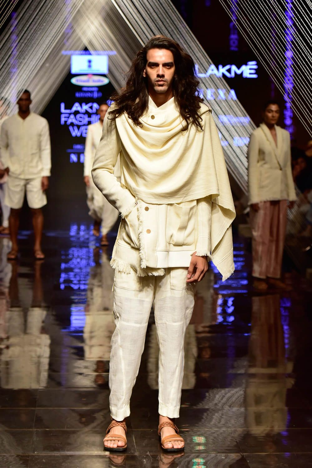 Paying A Tribute To Gandhi The Kvic Show On Day 2 Of The Lakme Fashion Week Winter Festive 2019 Fashion Designers Famous Fashion Famous Fashion