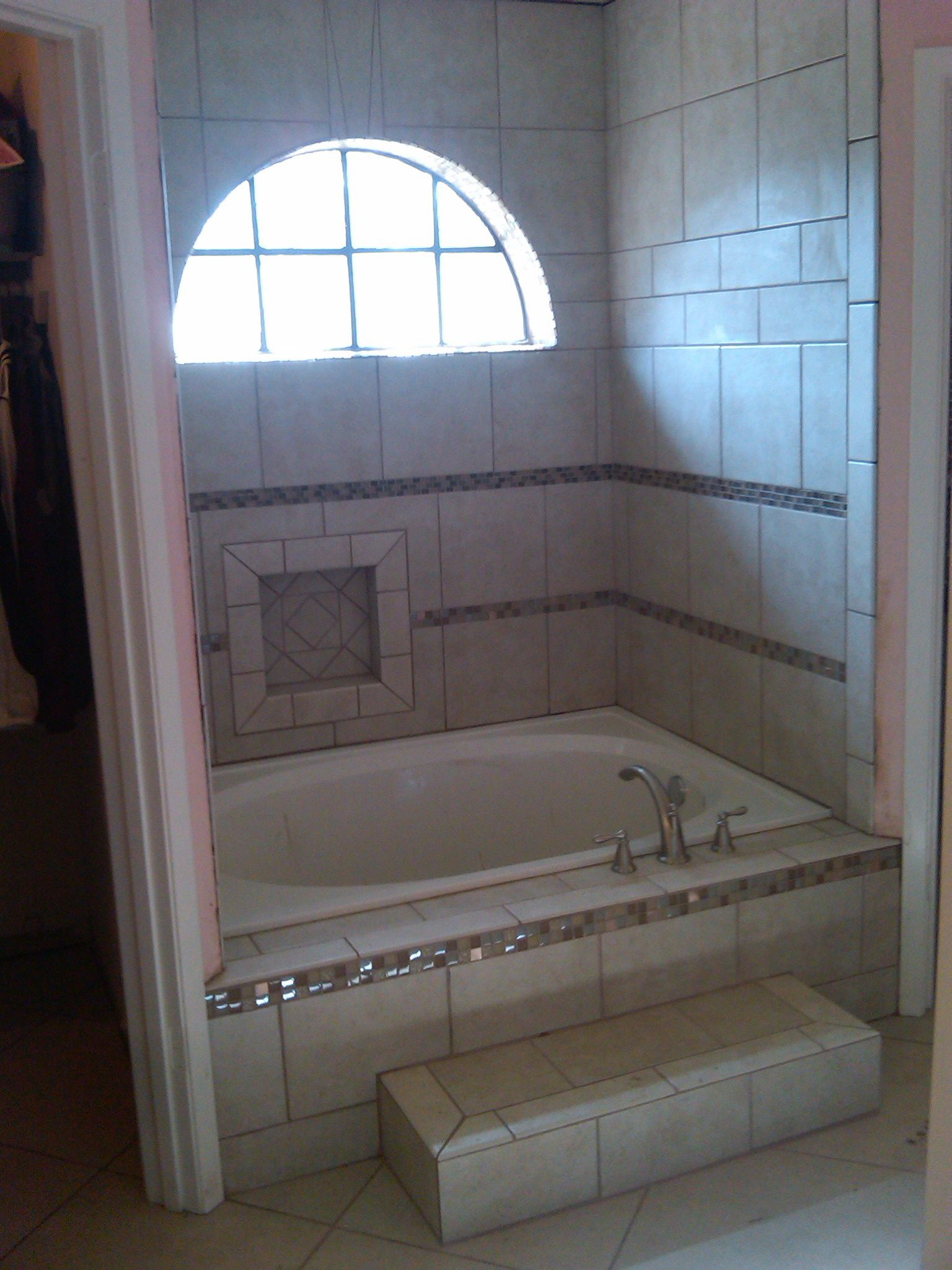 Tile garden tub my remodeling and construction projects for Garden tub bathroom ideas