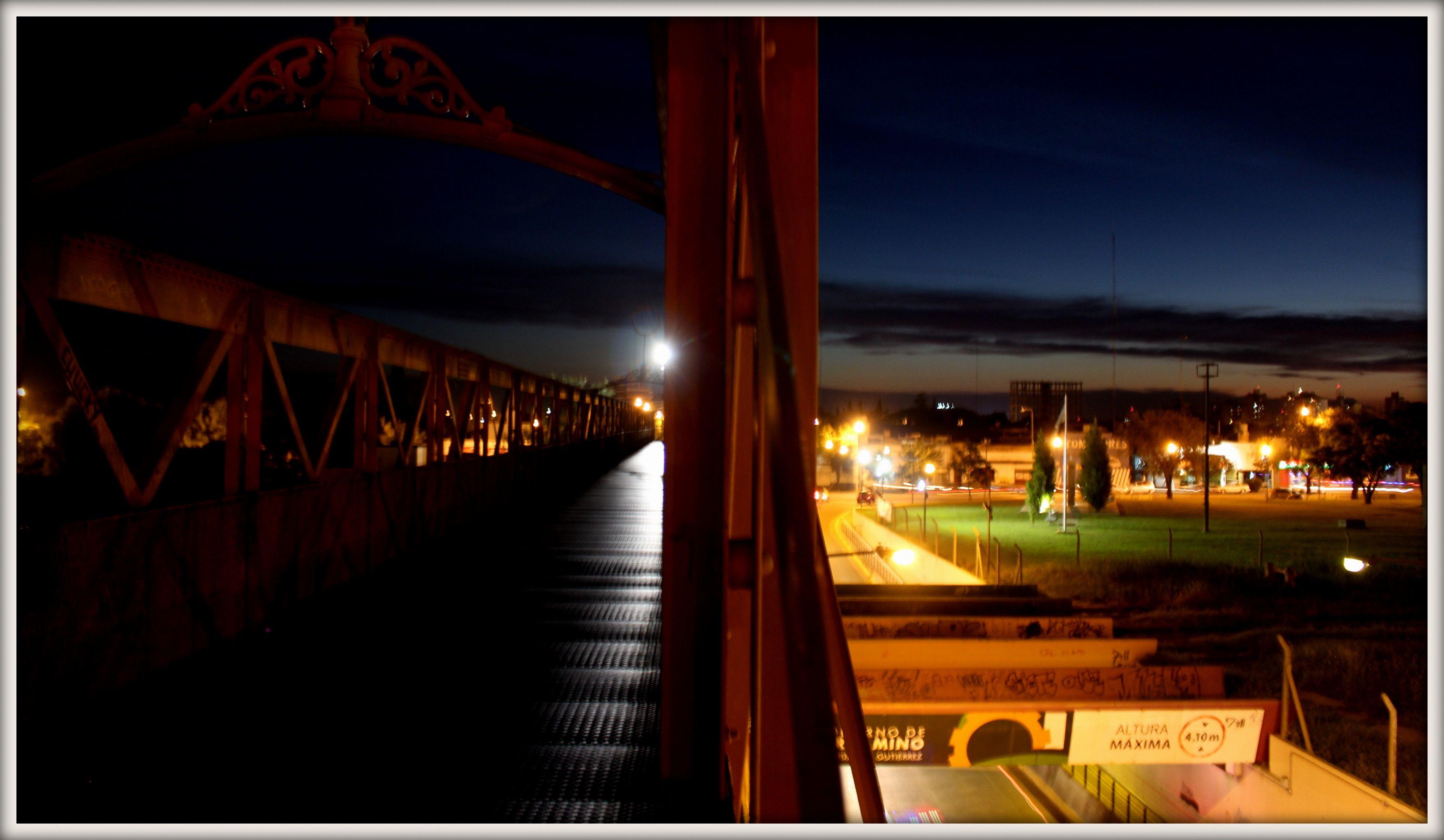 Dos miradas: El puente de hierro y el Viaducto que unen el centro de la ciudad con el barrio Acevedo