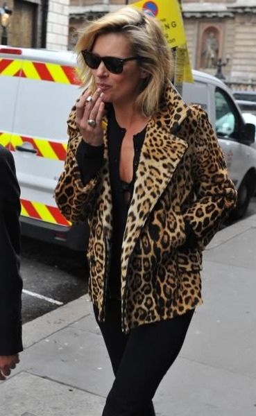 e3c21013da72 Love Kate Moss Style. Leopard-print jacket. black rayban wayfarer. Women's  Fashion