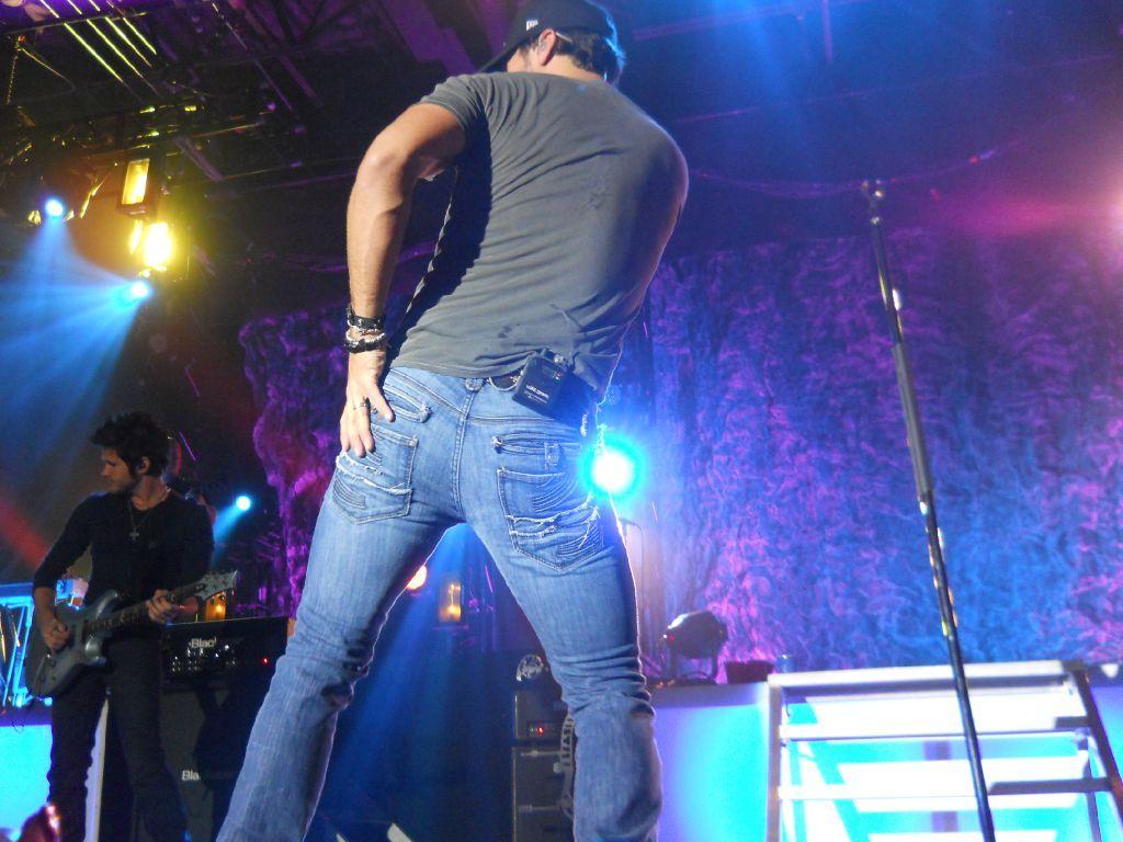 Shake It For My Darlin Luke Bryan Shake It For Me Country Girls