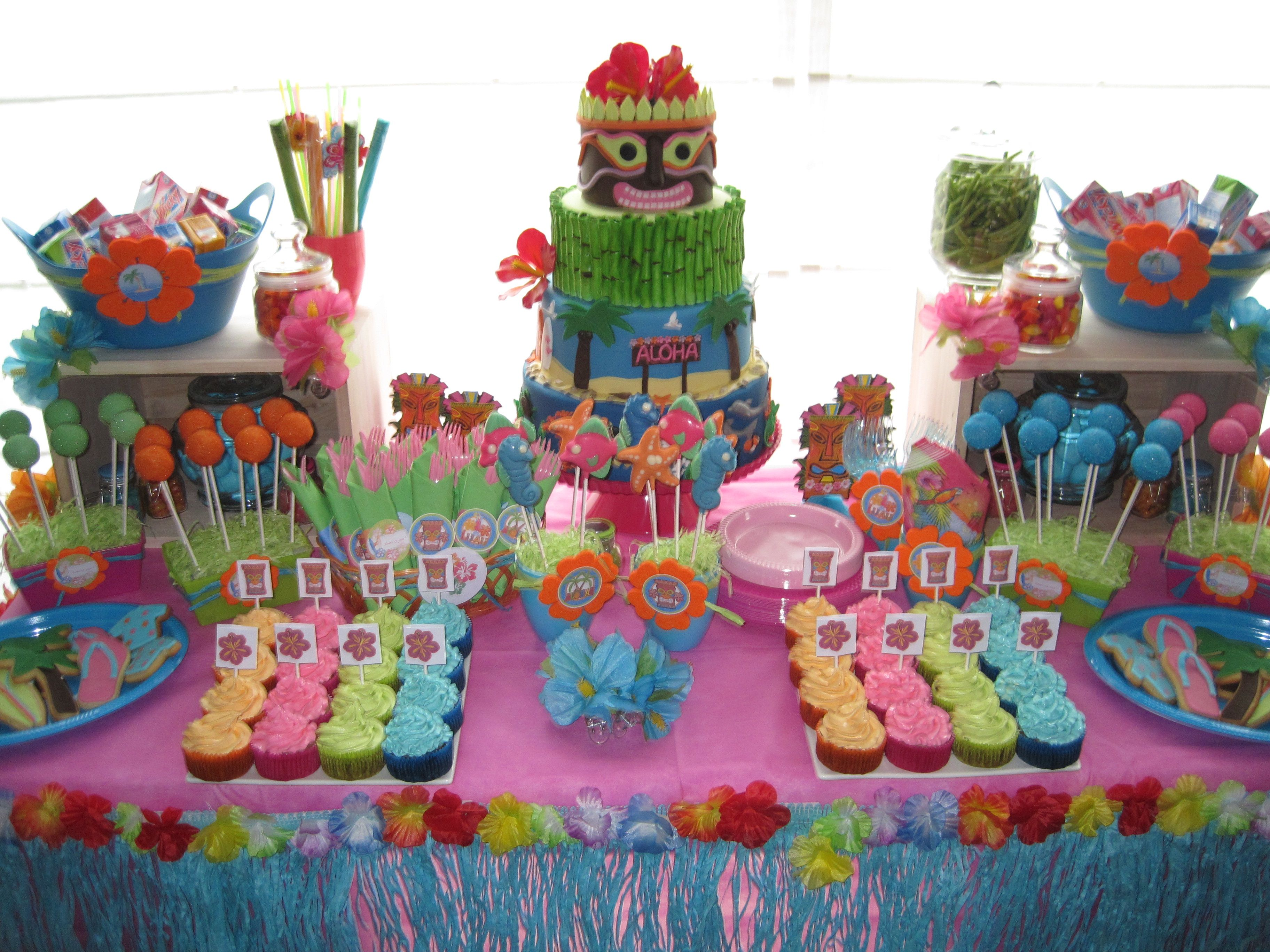 Luau Sweet Table With Images Luau Party Decorations