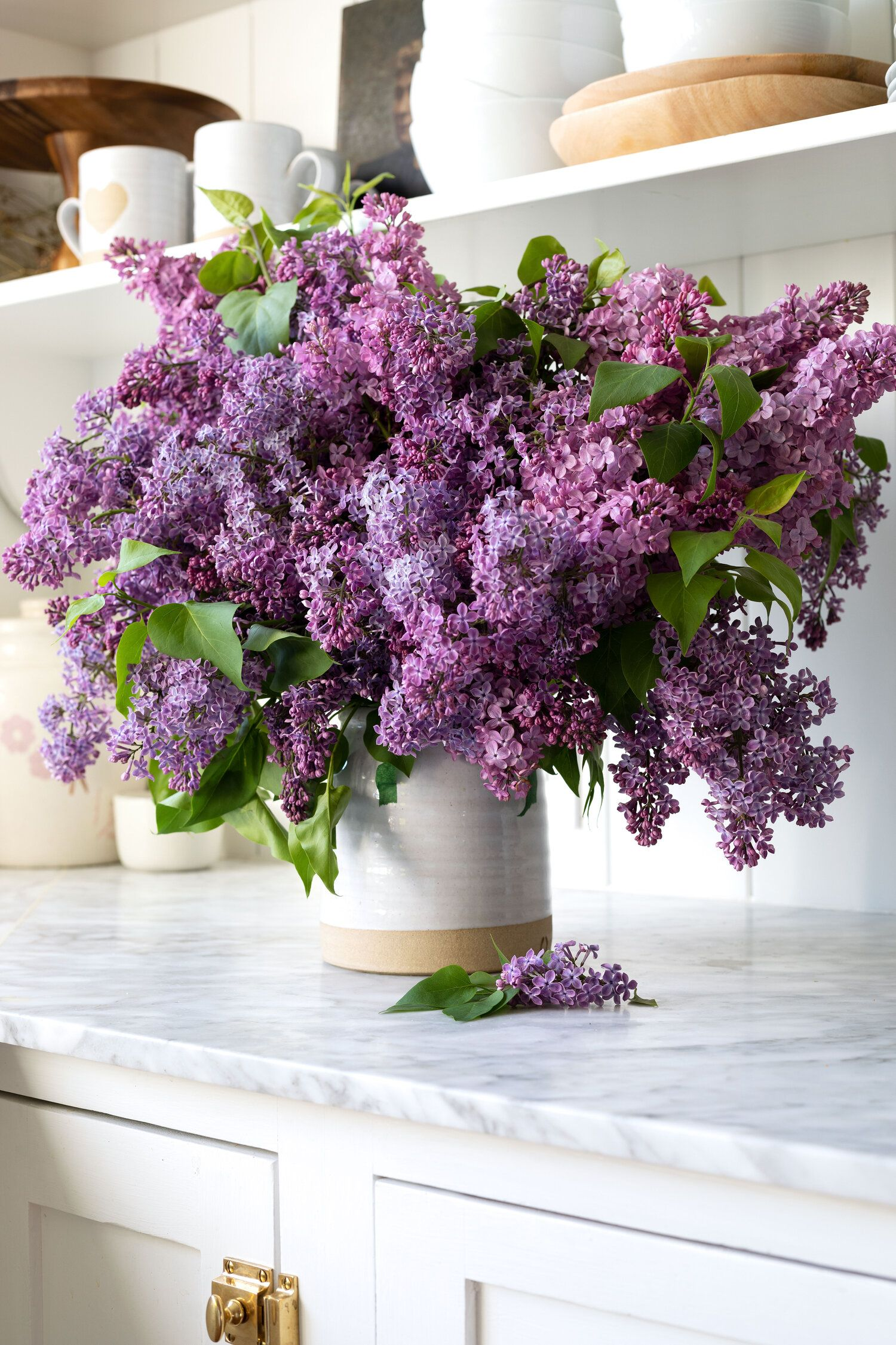 How To Arrange An Overflowing Bouquet Of Lilacs Keep Them From Wilting The Grit And Polish In 2020 Lilac Bouquet Beautiful Flower Arrangements Flower Arrangements