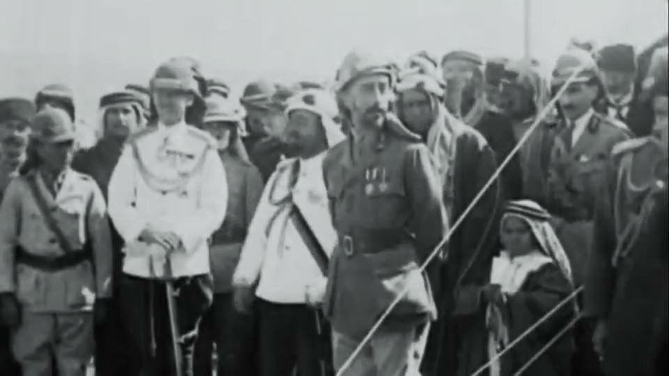 الملك فيصل الاول ملك العراق وشقيقه الأمير عبدالله أمير شرق الاردن . عمّان ١٩٢٨م
