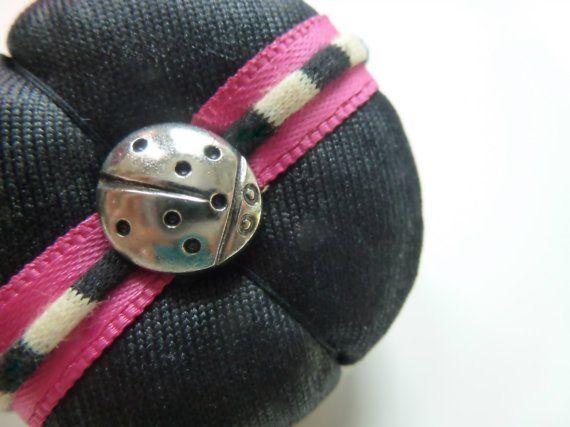 Elle Santos - Handmade hats, fascinators and fashion accessories  #FiberJewellery #FibreJewellery #UniqueStyle #UniqueFashion #Jewellery #Brooch #RockAndRollFashion #RockAndRollStyle #SweetFashion #SweetStyle