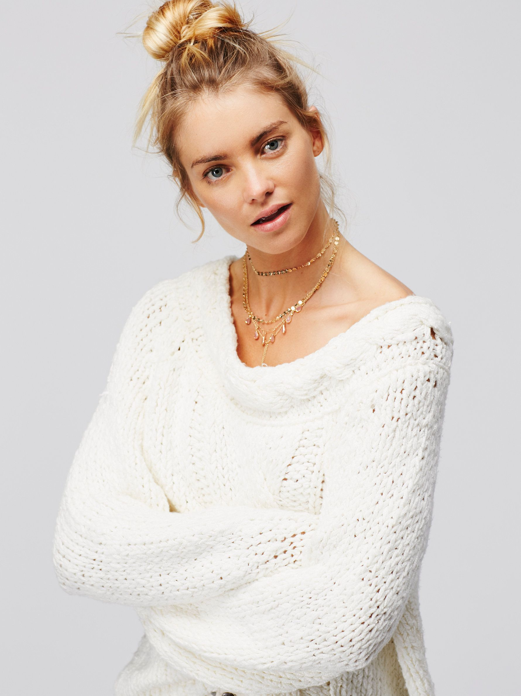 Jar of Hearts Pullover | Super soft chunky sweater with a wide neck that can be worn of-the-shoulder. In an oversized and effortless silhouette this pullover has cable knit detailing throughout.