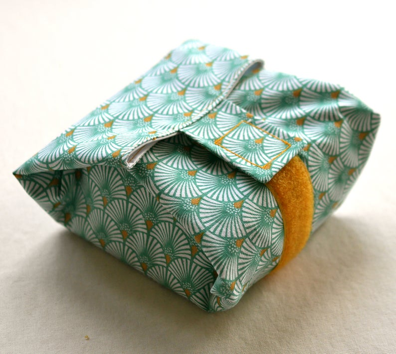 Large Raincoat Green Fabric Fans Sandwich Pouch, Handmade, Washable and Reusable, Zero Waste, Snack Rugs