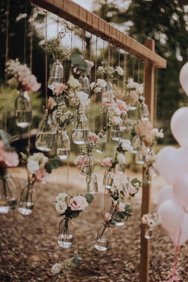 Hochzeitsdeko - Auch an eurem Traubogen könnt ihr die Blumen schweben lassen. Lasst euch…
