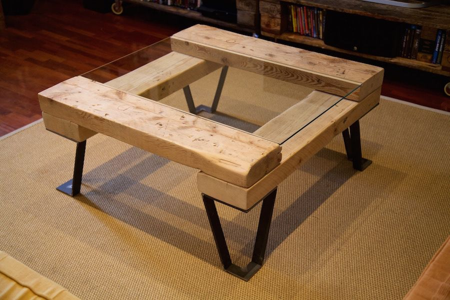 auxiliar table made with recycled wood mesa auxiliar hecha con madera reciclada