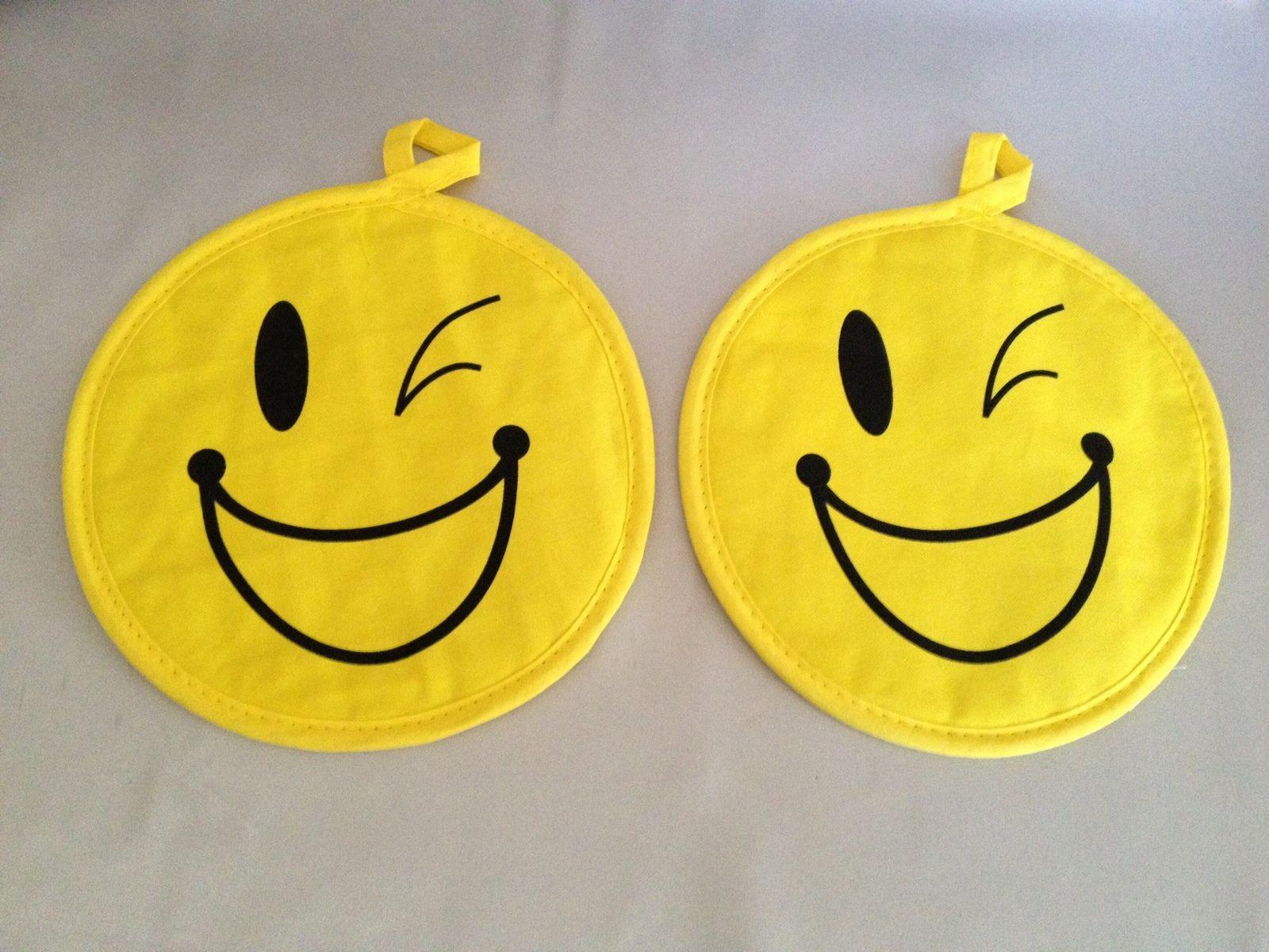 Winking Smiley Face Hot Pads Kitchen Potholder Pair Nwot 100 Cotton Http Www Bonanza Com Listings 301842594 Hot Pads Smiley Yellow Smiley Face