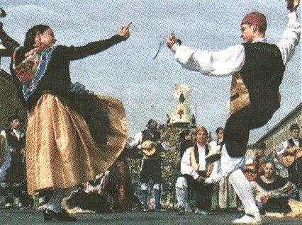 A xota é un baile e xénero musical español de carácter popular. . Para a súa interpretación empréganse guitarras, bandurrias, laúdes, dulzaina e tambores no caso da variante castelán, e no caso da cántabra, asturiana e galega por gaitas, pitu montañés, pandeiretas, tambores e bombo. As versións de exhibición cántanse e báilanse con traxes rexionais e castañolas