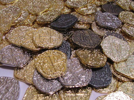 Metal Pirate Coins 30 Gold and Silver Spanish Doubloon Replicas Fantasy M...