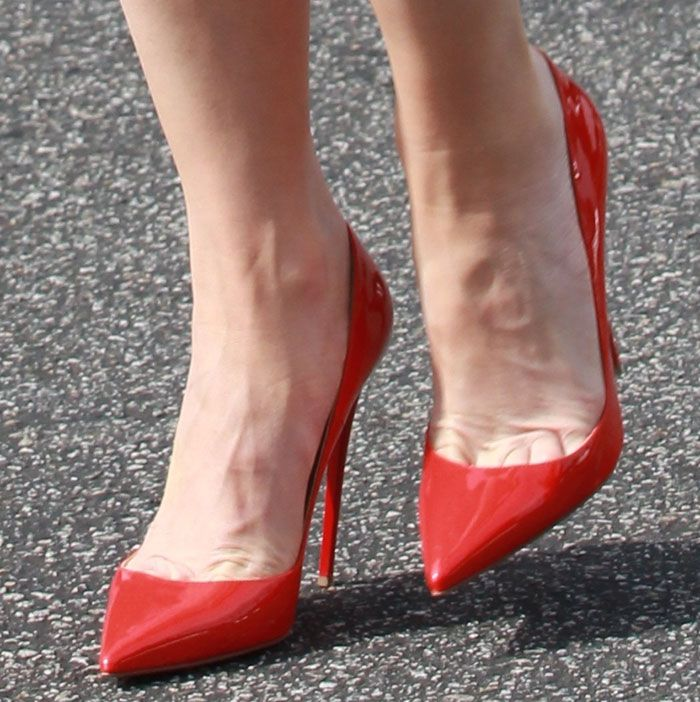 d3c9f6aea7fb Gwen Stefani Red Hot in Christian Louboutin  Pigalle Follies  Pumps ...