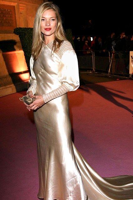 Kate Moss Style & Fashion – Iconic Modelling Moments (Glamour.com UK)