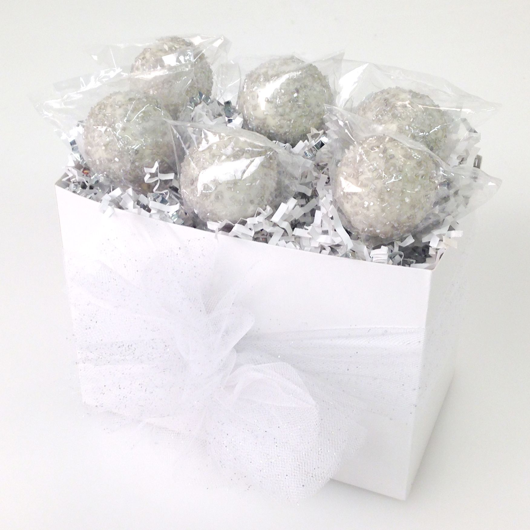 Wedding cake pops from Candy\'s Cake Pops in this white basket box ...