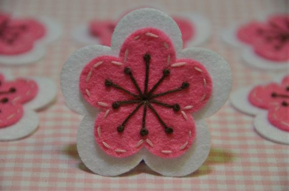 Set of 6pcs handmade felt flowerwhite FT923 by AsecInc on Etsy, $5.00