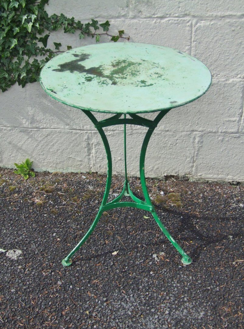 G285   Lovely Vintage French Round Pedestal Garden / Patio / Cafe Table    La Belle
