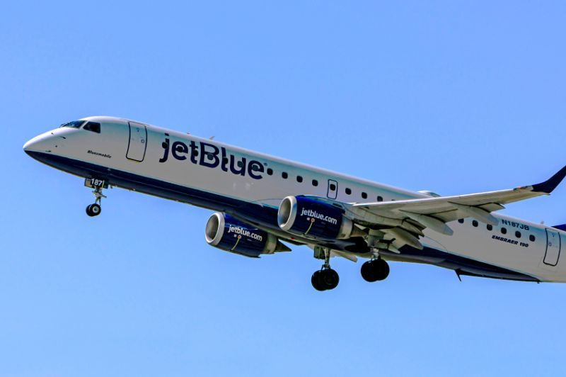 No Flying Experience? JetBlue Wants to Hire You as a Pilot