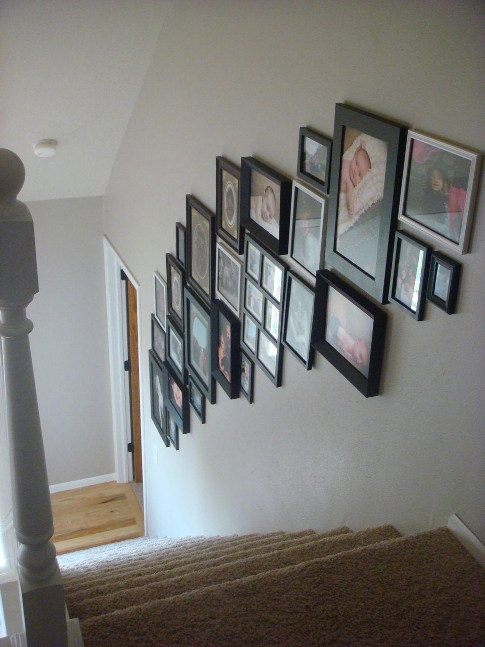 fotowand im treppenhaus einrichtung pinterest fotowand treppenhaus und flure. Black Bedroom Furniture Sets. Home Design Ideas