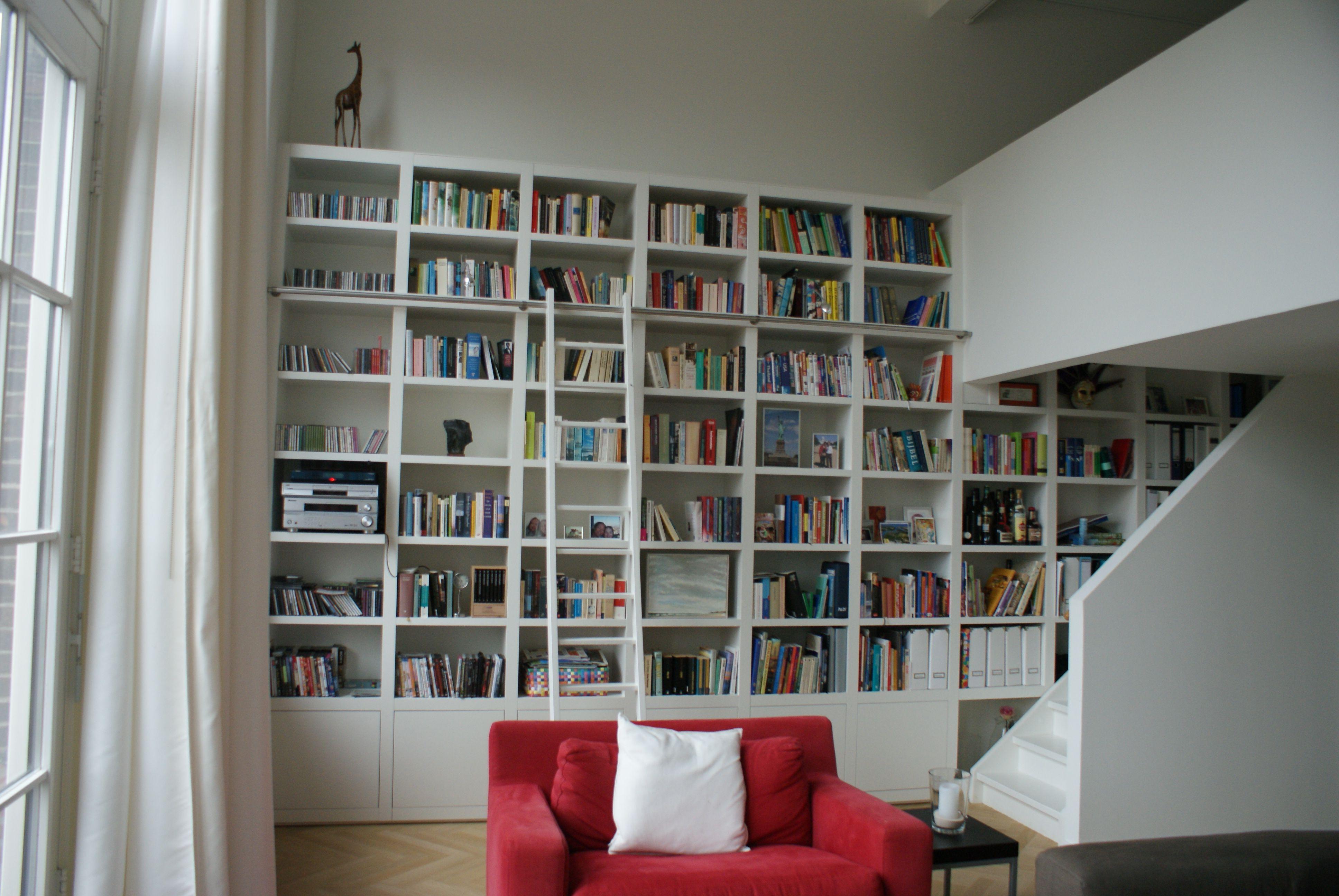 Boekenkast modern in strak appartement door my house amsterdam