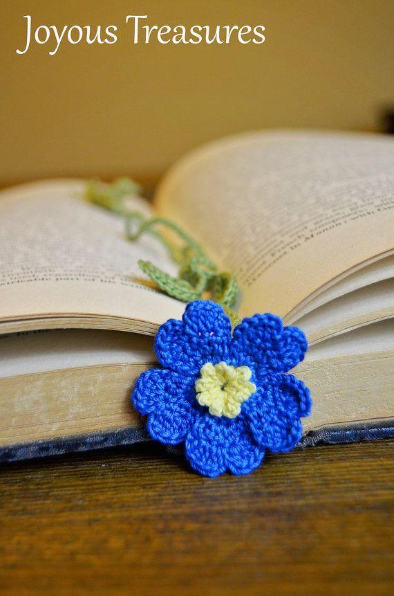 Ganchillo hecho a mano flor marcador vibrante primavera azul