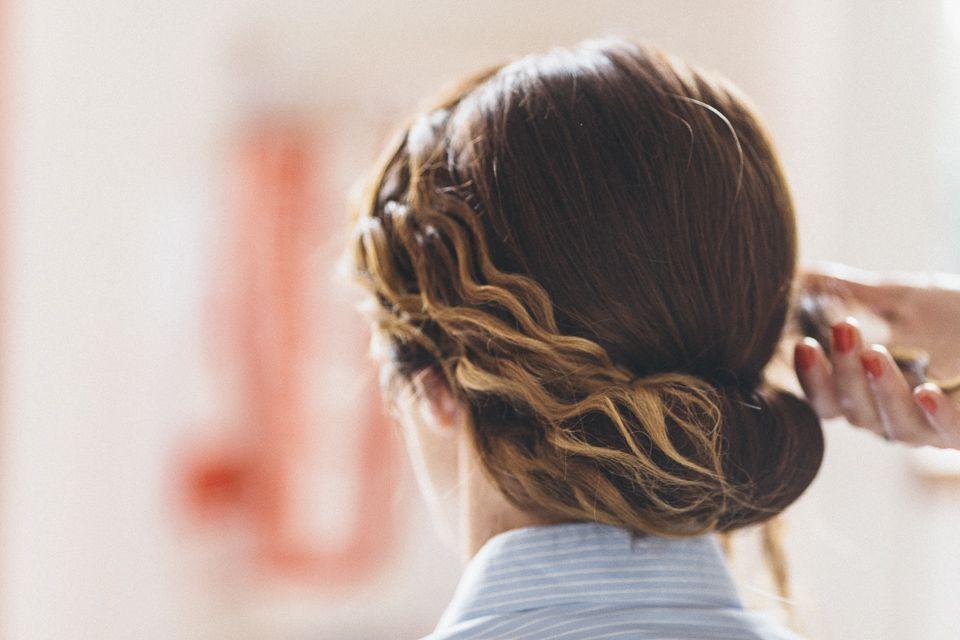 Epingle Par Atelier Coquette Sur Mariees Coiffure Et Maquillage De Mariage Cours De Coiffure Maquillage Mariage