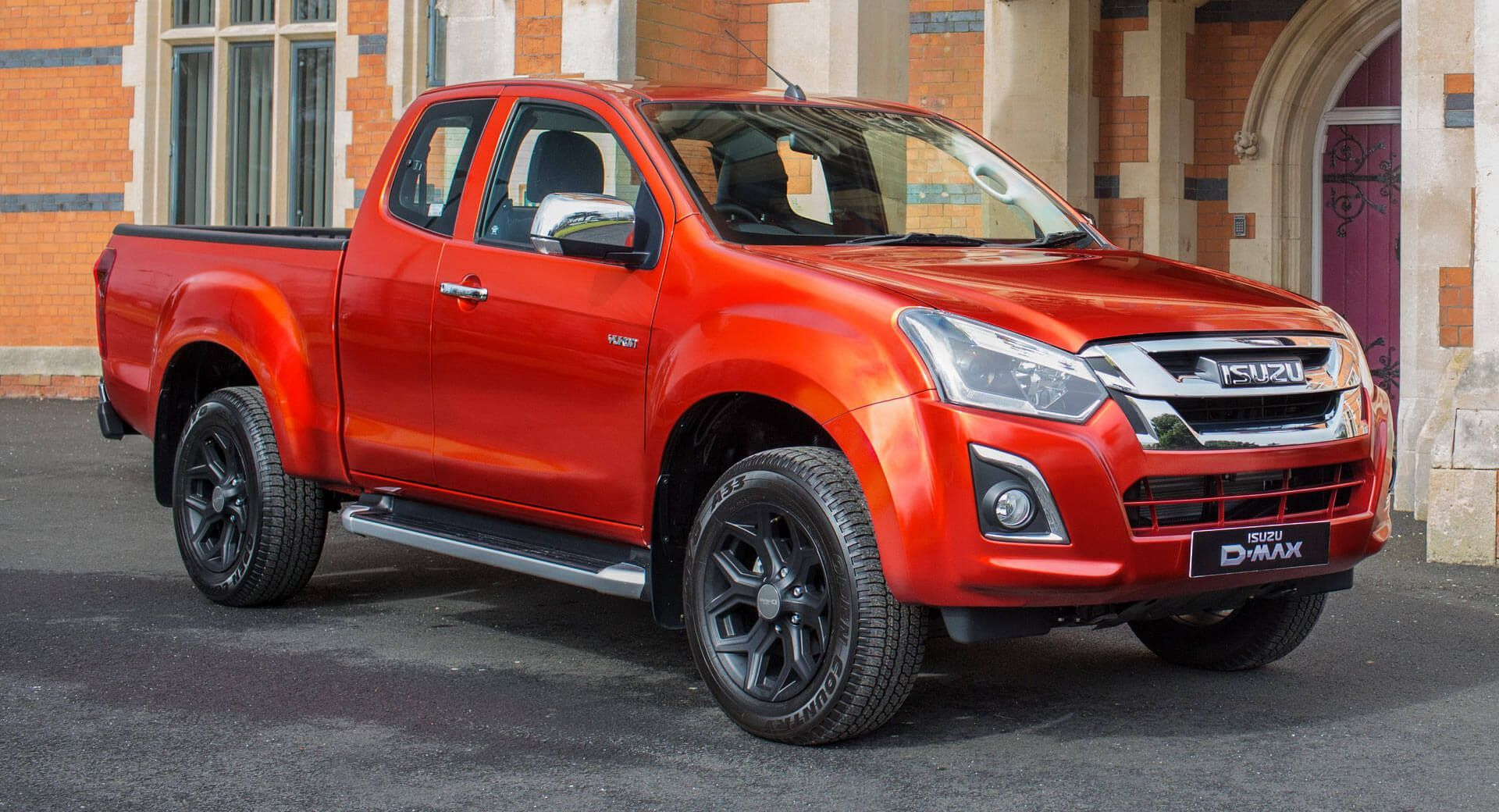 Isuzu Launches Yukon Luxe Extended Cab Priced At 22 509 Carscoops Isuzu D Max Extended Cab Hummer Truck