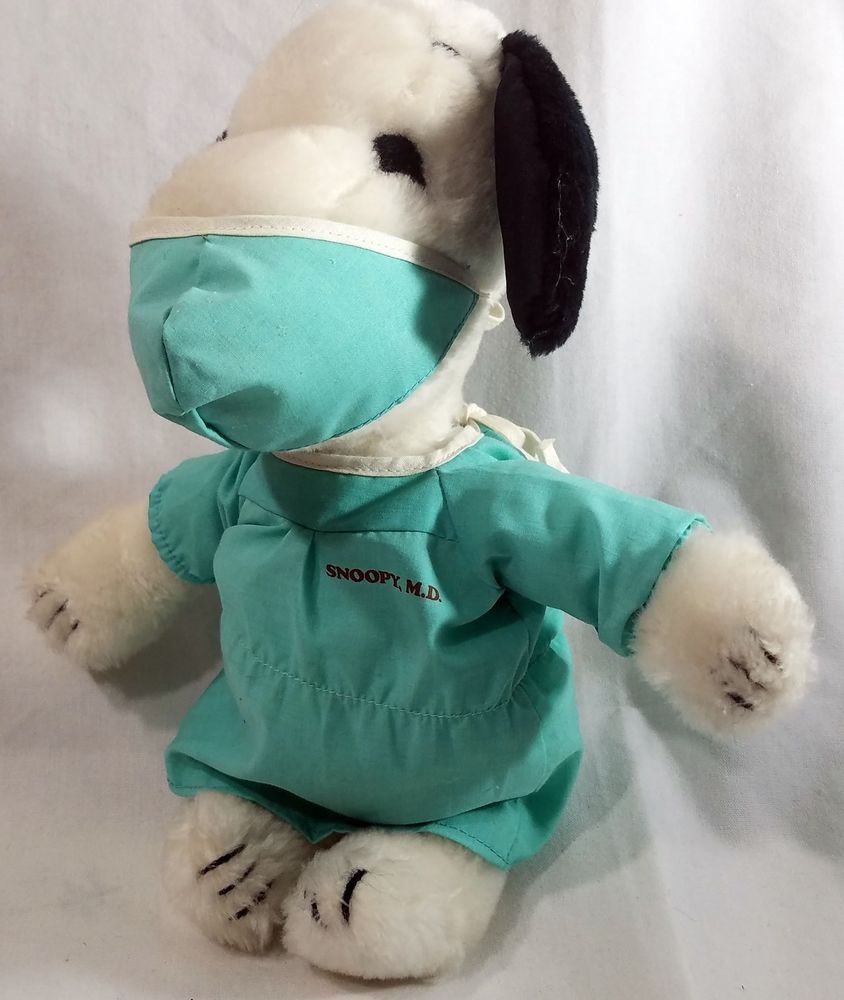 Snoopy MD Doctor Plush Stuffed Animal Toy 1968 Peanuts Surgeon Medical  Medicine  UnitedFeatureSyndicate 93afe39f6bbf
