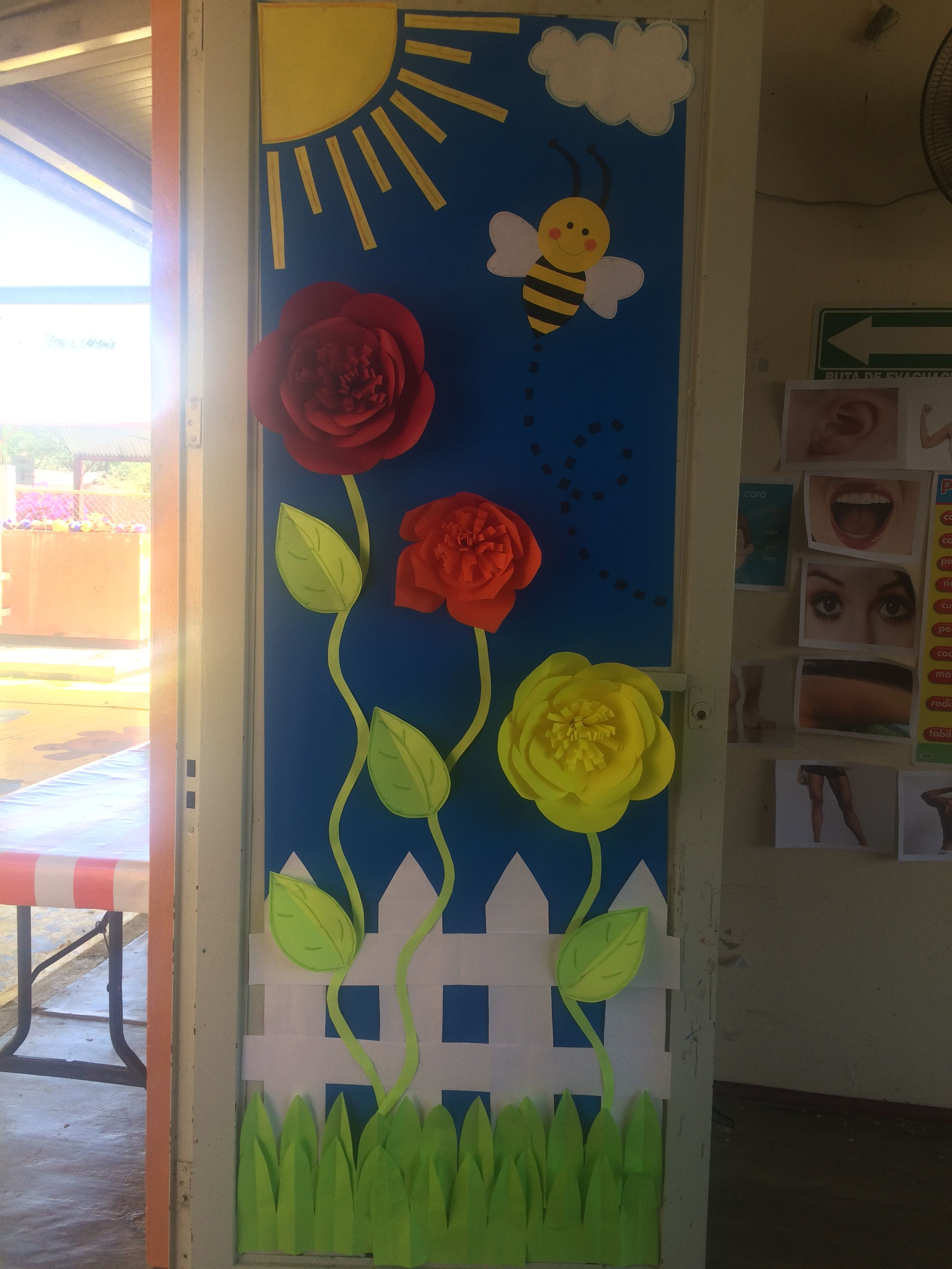 Marzo primavera escuela escuela puertas de escuela for Puertas decoradas con dinosaurios