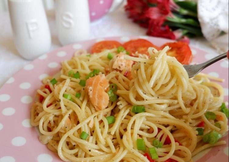 Resep Spaghetti Salmon Aglio Olio Oleh Trixie Gayatri Resep Spageti Resep Salmon
