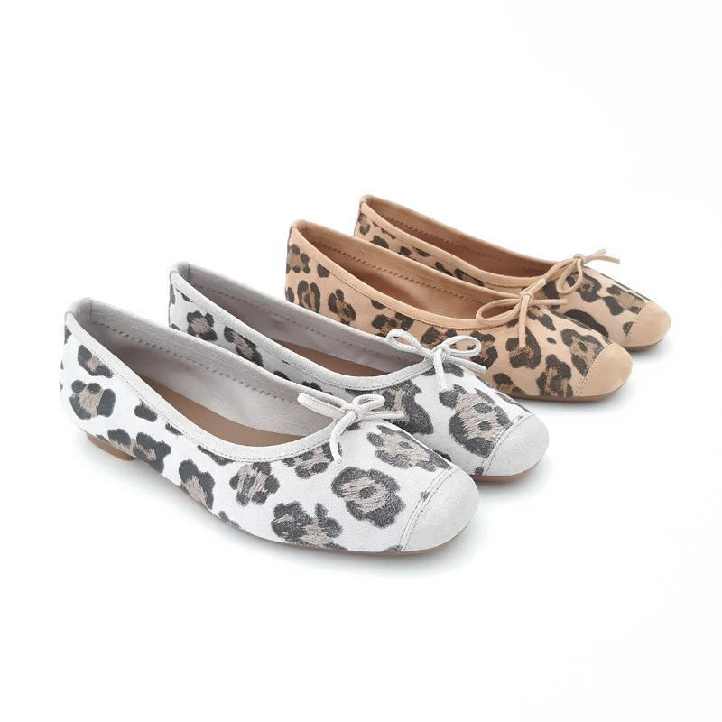 4f4112006245b Chaussures leopard look ballerines cuir marque REQINS Harmony Wild ice ou  naturel. Ballerine plate souple
