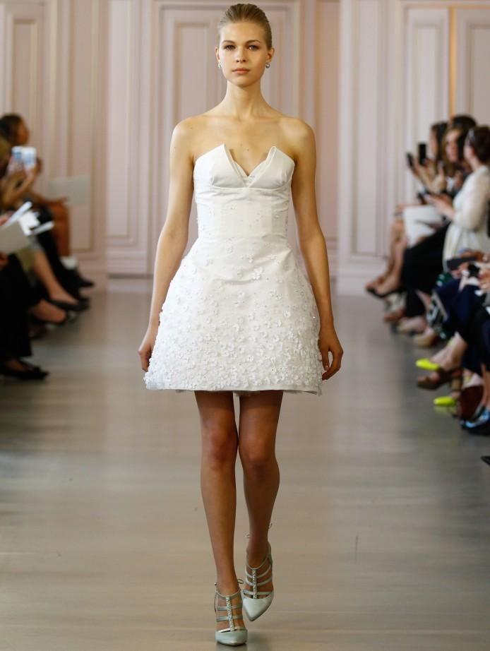 2016 Oscar De La Renta Mini Beach Wedding Dresses 3D Flora Appliques Pearls Crystals V-neck A-line Taffeta And Organza Bridal Gowns Online with $209.43/Piece on Gonewithwind's Store | DHgate.com