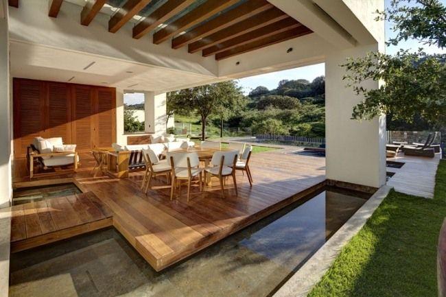 gestaltungsideen für terrassen holzmöbel weiß wasser akzente ...
