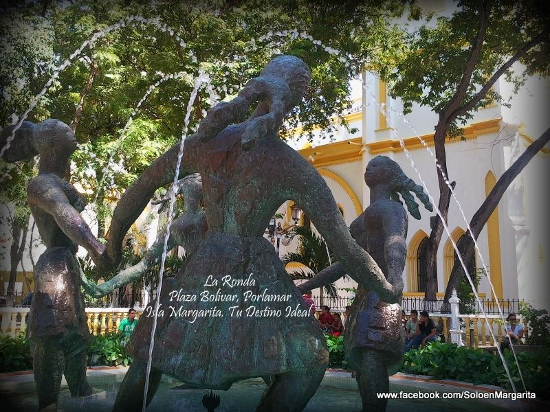"""La Ronda"" Plaza Bolívar de Porlamar."