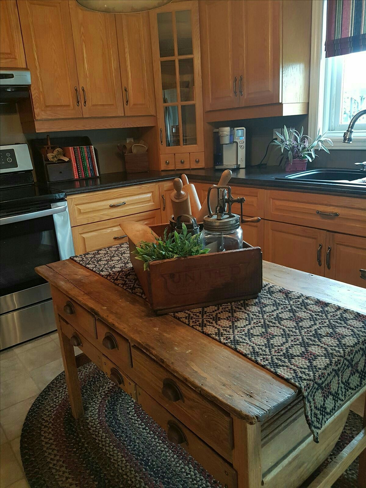 Pin By Mary Moore On Kitchens Home Decor Kitchen Country Kitchen New Kitchen Cabinets
