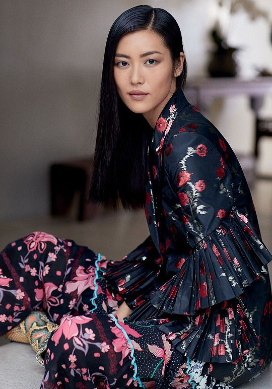 stylish-editorials:     Liu Wen photographed by Russell James for T Magazine Singapore (September 2017)