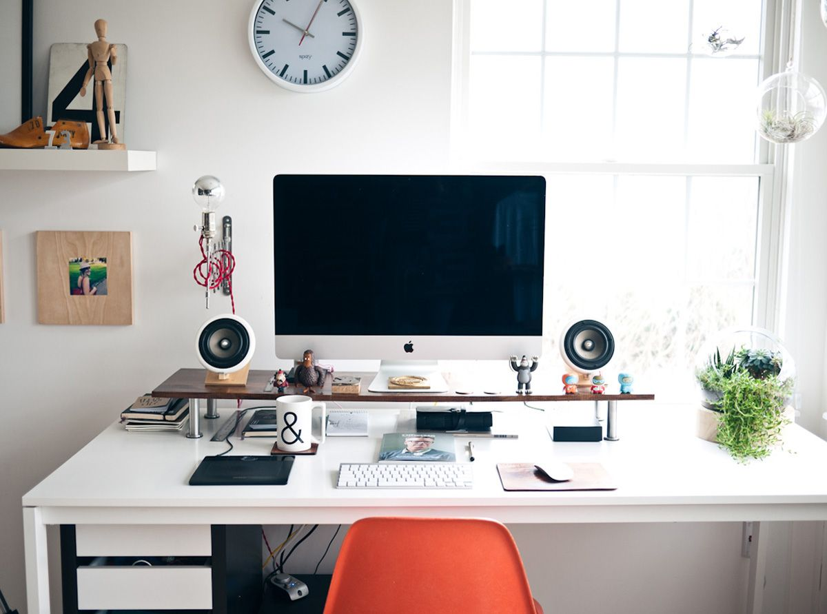 Auch Ein Einfacher Esstisch Von IKEA Kann Ein Schicker Schreibtisch Sein.