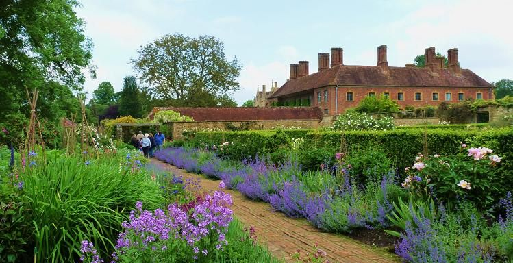 Gardens in Somerset - Barrington Court