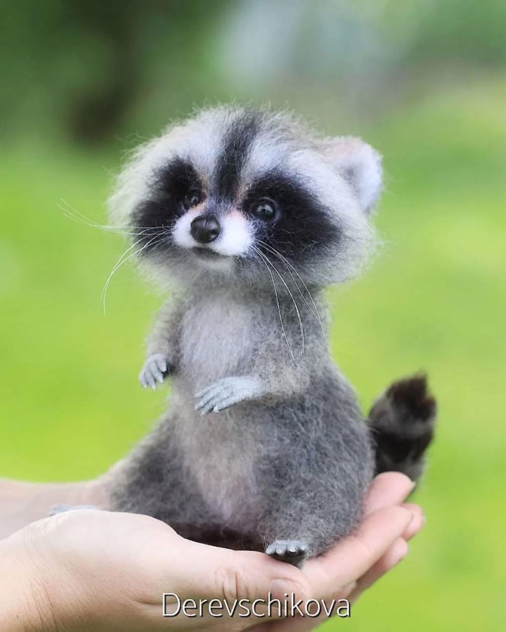 Lartiste Yulia Derevschikova crée dadorables petits animaux réalistes avec de la laine cardée