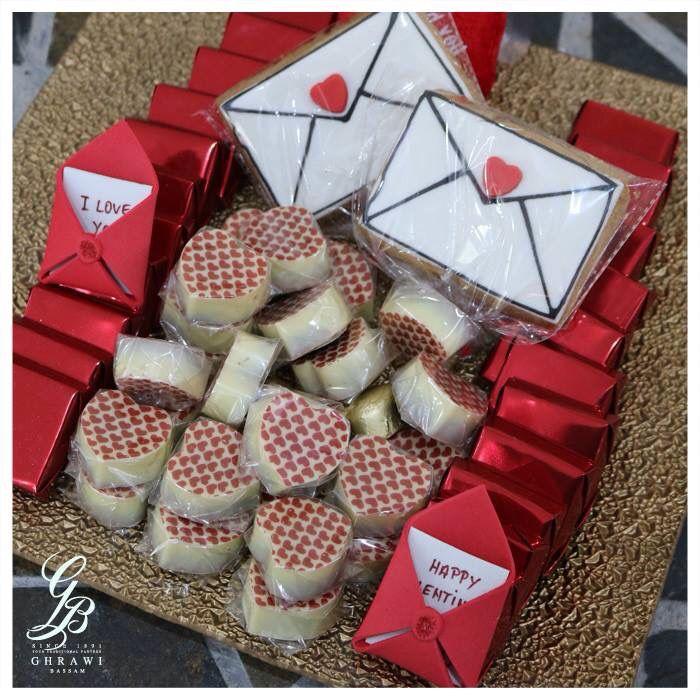 الحب بيكبر مع باقة من شوكولا الغراوي شريككم التراثي مصنع بسام الغراوي لبنان كفرشيما بيروت Christmas Cake Gift Wrapping Gifts