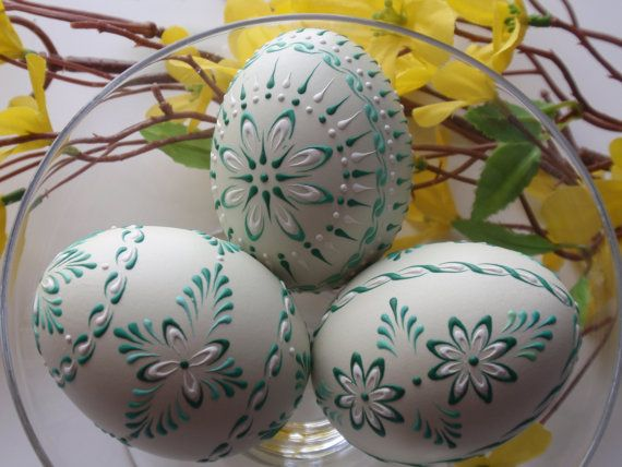 Wax embossed chicken eggs set of 3 decorated green for Poolrand gestalten