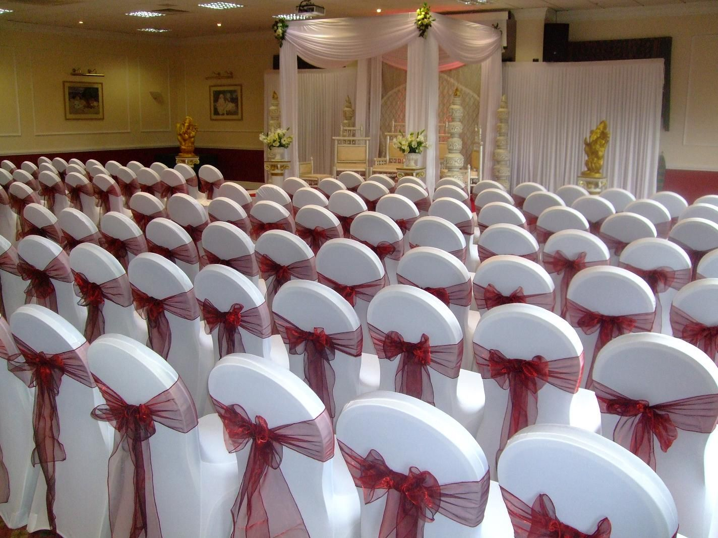 chair covers hire in wolverhampton pool side chairs bordeaux deco hussen pinterest backdrops