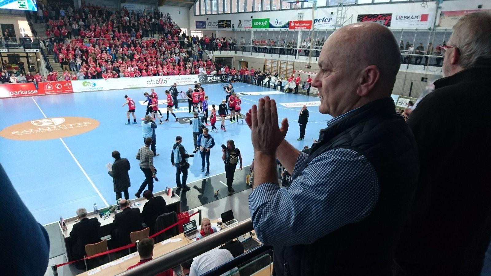 Ein an Spannung kaum zu übertreffendes Champions-League Spiel des Deutschen Damen-Handball-Meisters THC Erfurt durfte ich in der Wiedigsburghalle Nordhausen erleben. Bis 20 Sekunden vor dem Ende lagen die Thüringer gegen die favorisierten FTC Budapest in Führung, dann gab es den Ausgleich, der leider das Aus für den THC bedeutete. Aber gute Leistung, war die gesamte Halle einig.