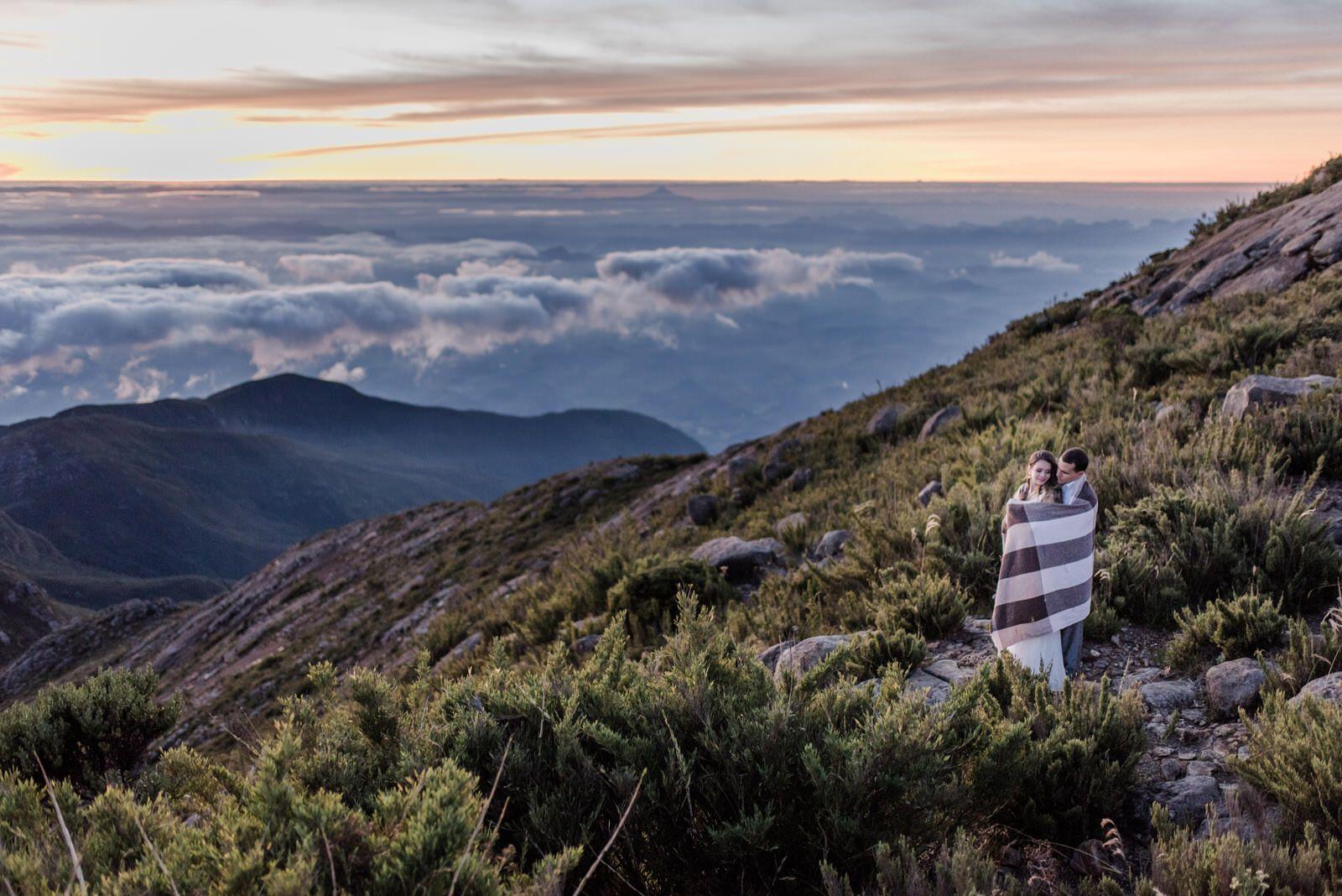 Nascer do Sol no Pico da Bandeira – Pré-Casamento Renata