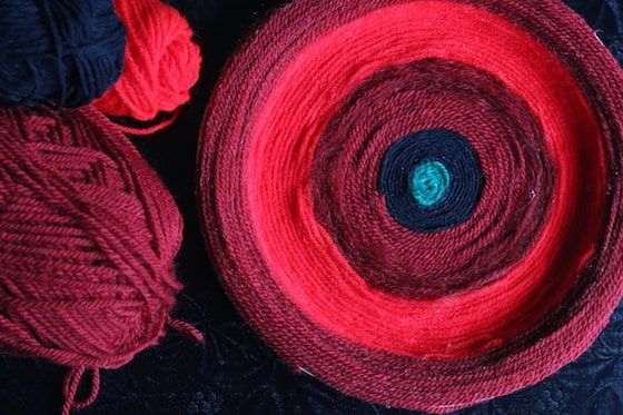 Easy Yarn Poppy Craft for Remembrance Day - Happy Hooligans