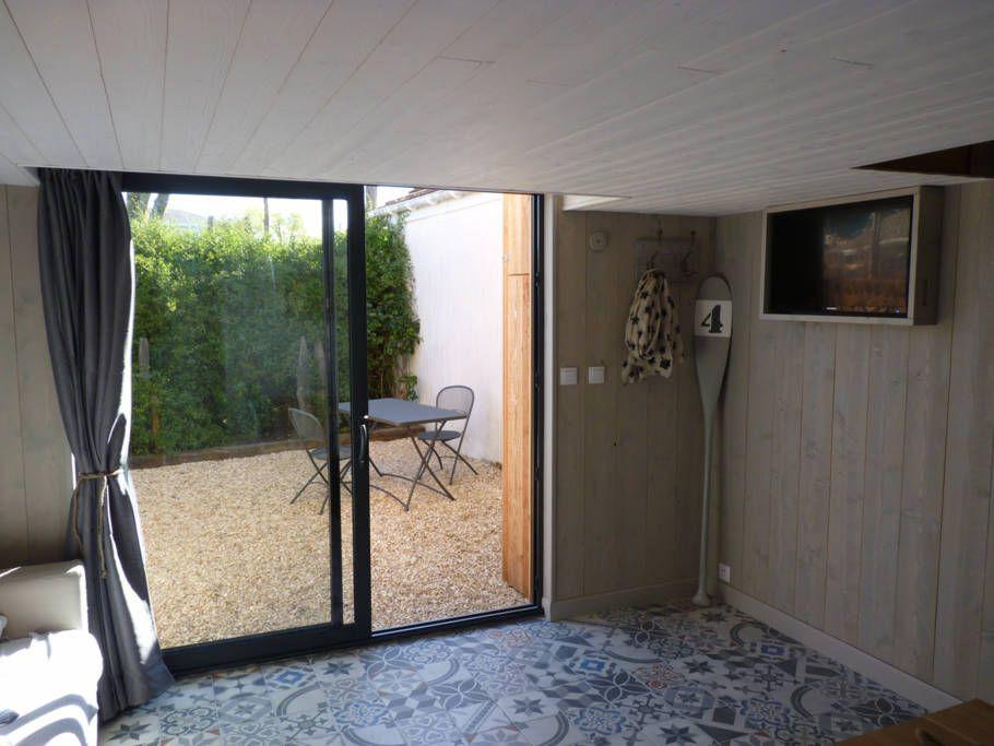 Regardez ce logement incroyable sur Airbnb  Cabane Entre chênes - decoration pour porte d interieur