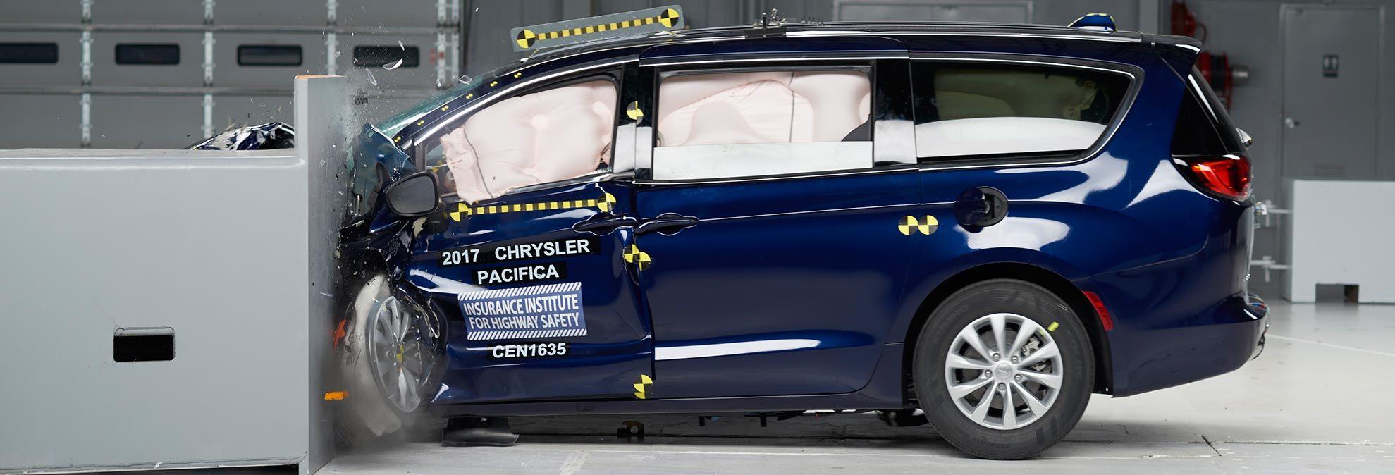 Iihs Names Safest Cars Chrysler Pacifica Safe Cars Chrysler