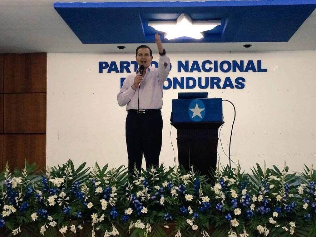 Callejas pidió a sus líderes seguir con Monarca hasta el final  Celebrarán una asamblea para decidir qué pasará con el reactivado movimiento. Callejas ya recorrió varios departamentos y municipios del país reorganizando el movimiento que lo llevó al poder en 1990.