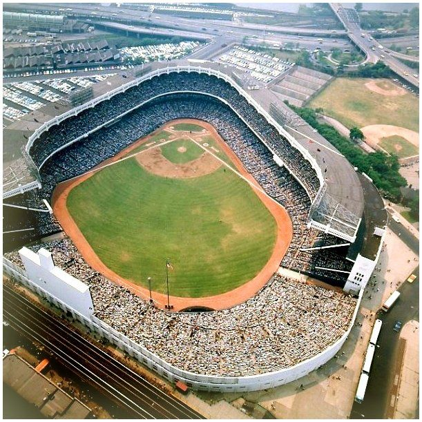 """Baseball by BSmile on Twitter: """"Aerial view of old Yankee Stadium - A packed house on a hot summer day... #FlashbackFriday #Yankees #MLB https://t.co/BkPhk2v7ZB"""""""