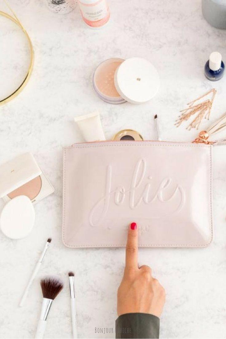 Jolie, la jolie trousse à cosmétiques imaginée par Mr Wonderful pour les girlz. Un accessoire girly disponible sur la boutique en ligne de Bonjour Bibiche <3 #trousse #mrwonderful #bonjourbibiche #accessoiresfilles #jolie #troussedetoilette #trousses #rosepoudre #rosepoudré #cadeaufemme #cadeaufille #cadeaupourelle #cadeauanniversaire #pourelle #conceptstore #beauté #decorose #cadeauxfemme #cadeauxnoel #cadeaunoel #idéecadeau #idéescadeau #cadeauidee #anniversairefille #noelapproche…